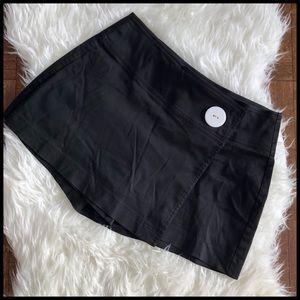 Cache Sz 6 Black Skort Shorts White Button Accent